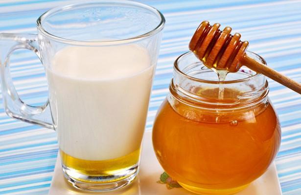 Теплое молоко с медом или солью