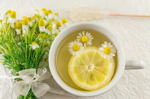 Чай из ромашки и лимона